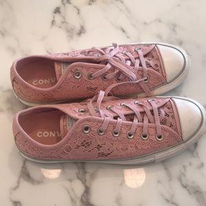 Like new converse chucks size 8 pink lace